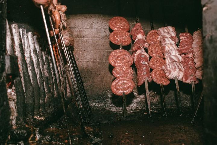 Il fornello pugliese, ovvero uno dei modi migliori di cuocere la carne (e uno dei più divertenti)