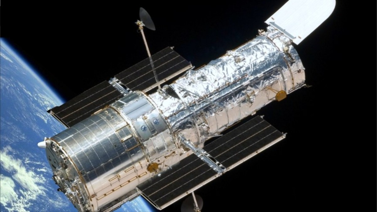 Hubble Space Telescope in 'Sleep Mode' After Gyroscope ...