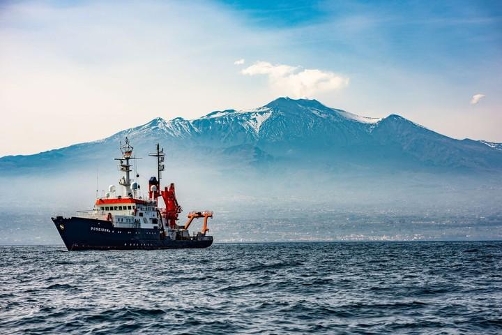 L'Etna sta sprofondando lentamente nel mare