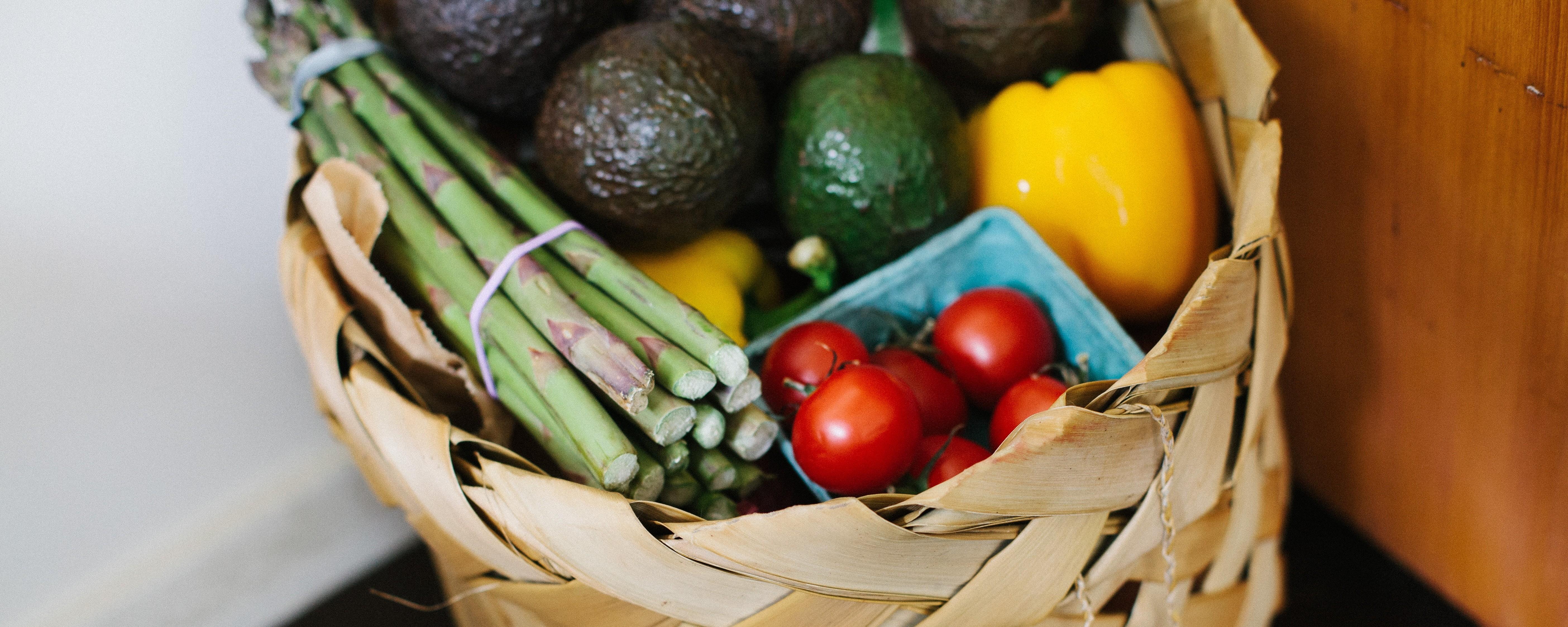 slabesti daca mananci numai fructe si legume)