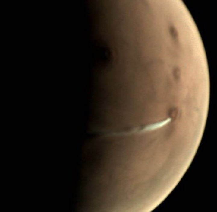 What's That Weird Cloud That's Been Looming Over Mars for Weeks?