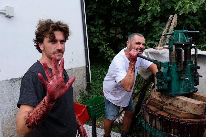 Se pensi che il mondo del vino sia palloso è perché non conosci questi ragazzi in Abruzzo