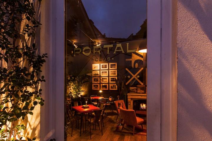 In questi secret bar di Milano bevi bene e sei costretto a socializzare con il bartender
