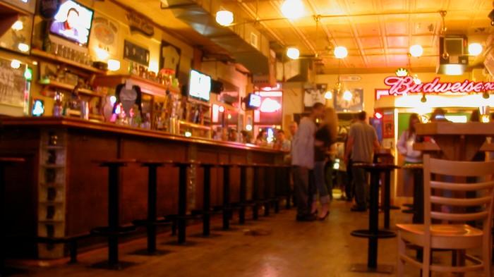 Der Knigge fürs Rummachen in Bars – erstellt von Bar-Personal