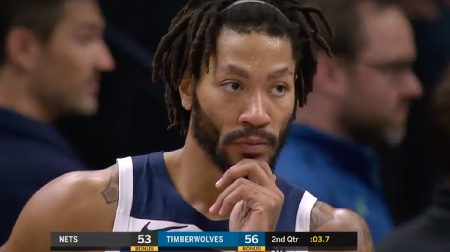 8f6d05b81675 Derrick Rose Is Always On Court When Players Suffer Gruesome Leg Injuries