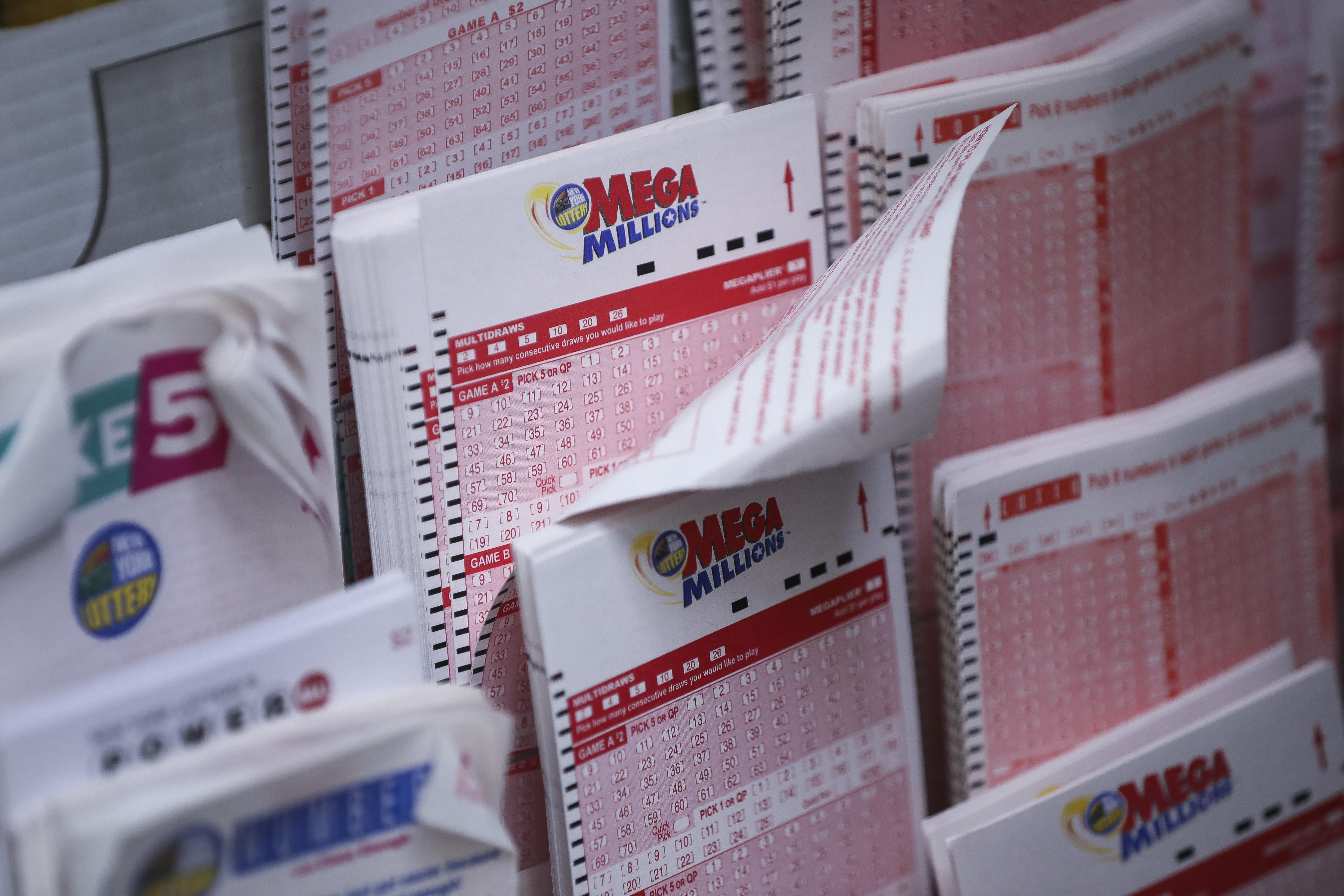 Secret 1 5 Billion Mega Millions Winner Is Blowing It Lawyer Says