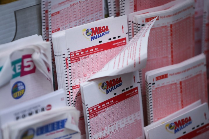 Secret $1.5 Billion Mega Millions Winner Is Blowing It, 'Lotto Lawyer' Says