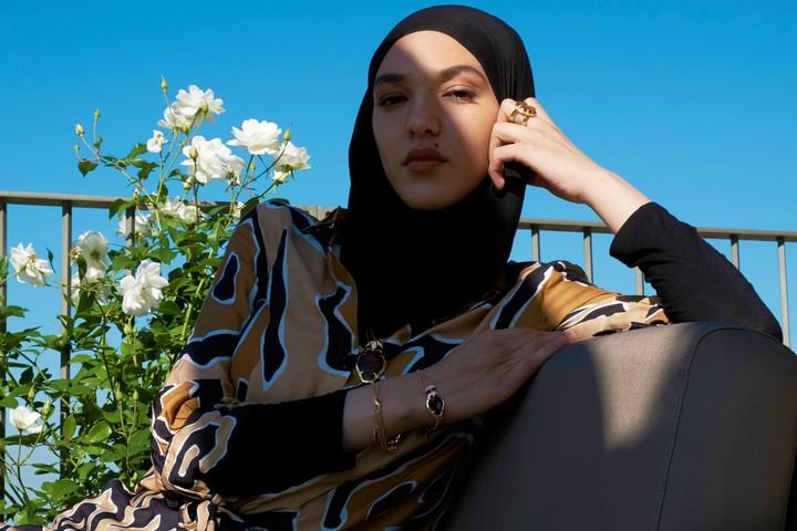 Feriel Moulaï, la modèle belge qui porte le hijab mais refuse d'être résumée à ça