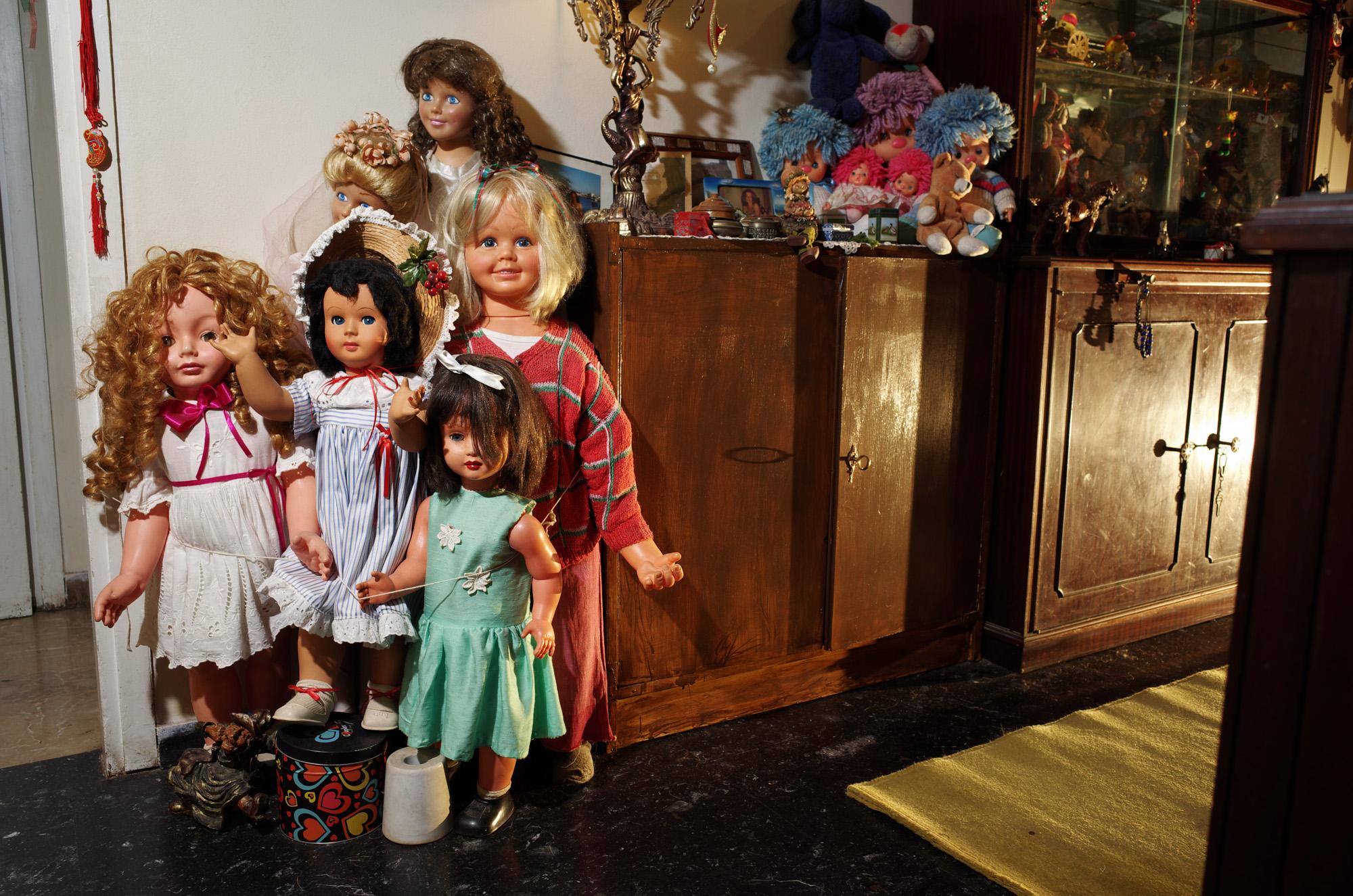 Στο Παγκράτι Λειτουργεί Ένα Ιατρείο για Κούκλες - Κυριολεκτικά - VICE 76f43f7be92