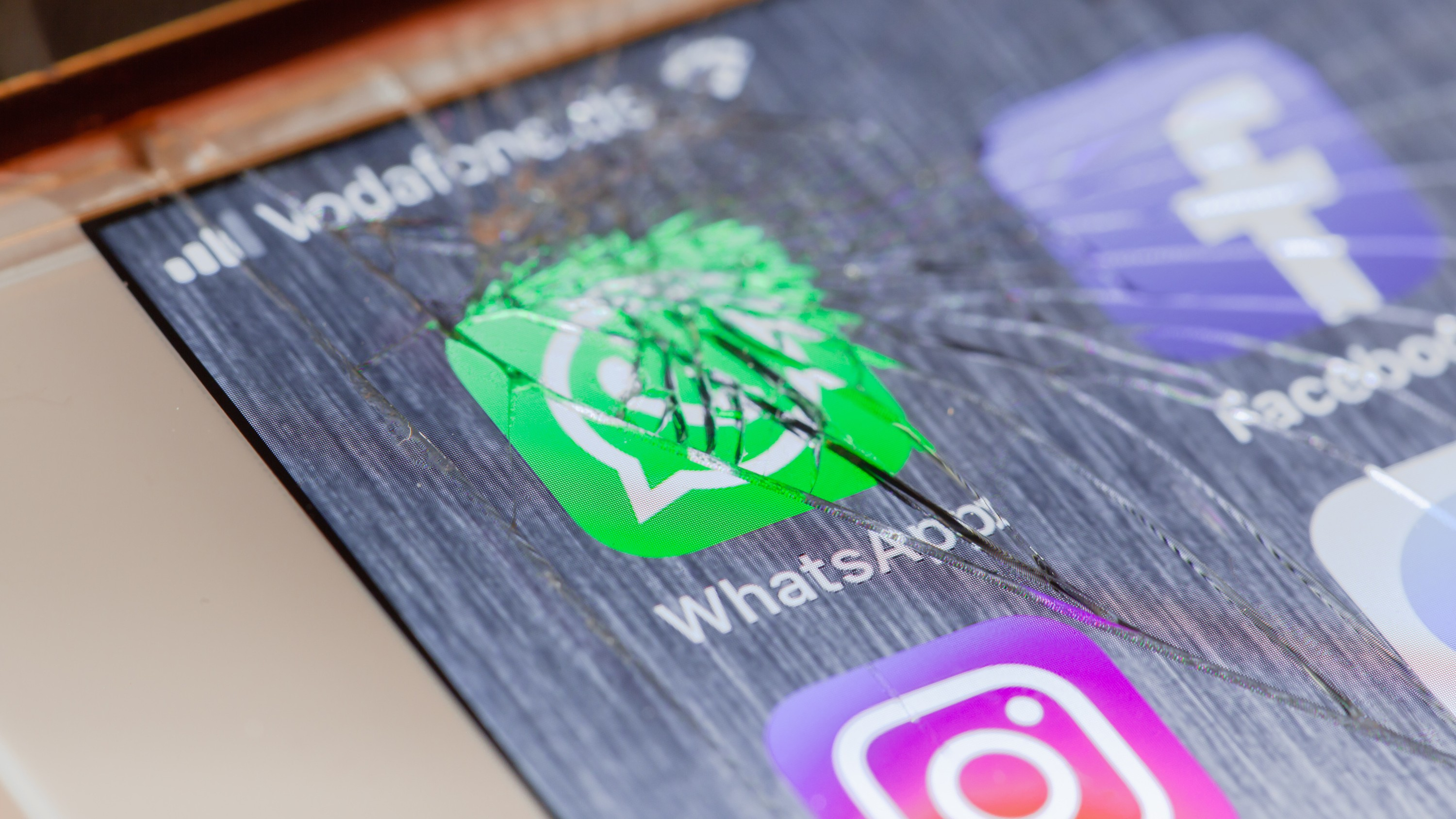 You Can Now Get $1 Million for Hacking WhatsApp and iMessage