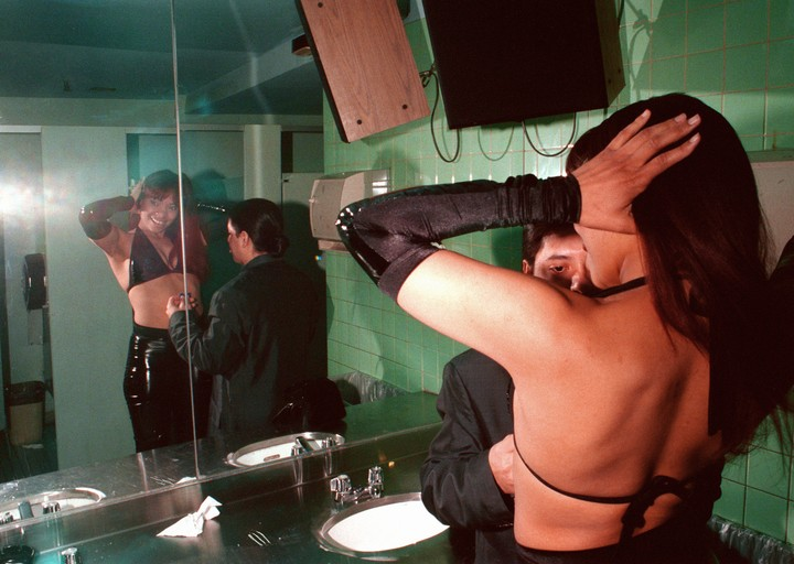 Gritty Photos of New York Nightlife in the Early 90s