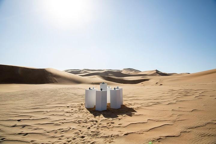 Ergens in de Namibische woestijn wordt permanent 'Africa' van Toto afgespeeld