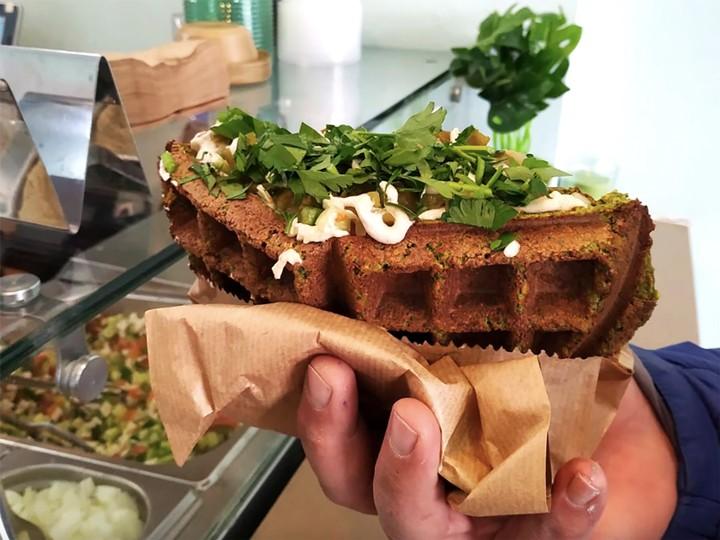 On est allé parler à la créatrice de la « gaufre-falafel »