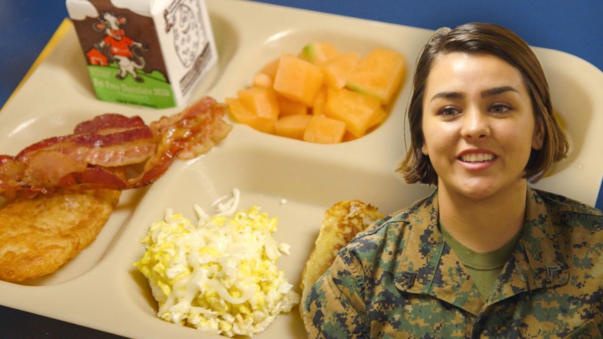 Video: So kocht man für 1.500 Matrosen auf einem Kriegsschiff