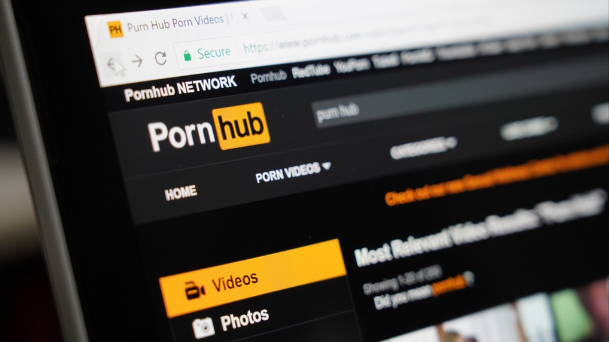 Arizona Bill Would Charge Porn Consumers $20 to Fund Trump's Border Wall