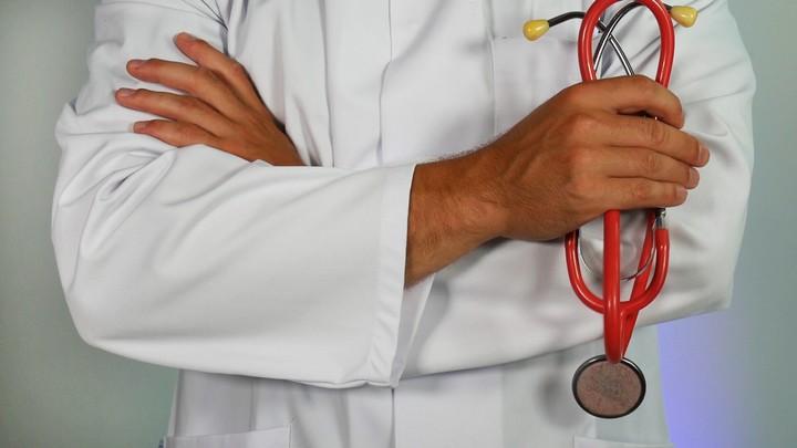 Un docteur gentil peut rendre les traitements médicaux réellement plus efficaces