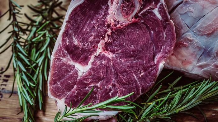 """""""Sexy Bilder"""" von Frauen machen Männer hungrig auf Fleisch"""