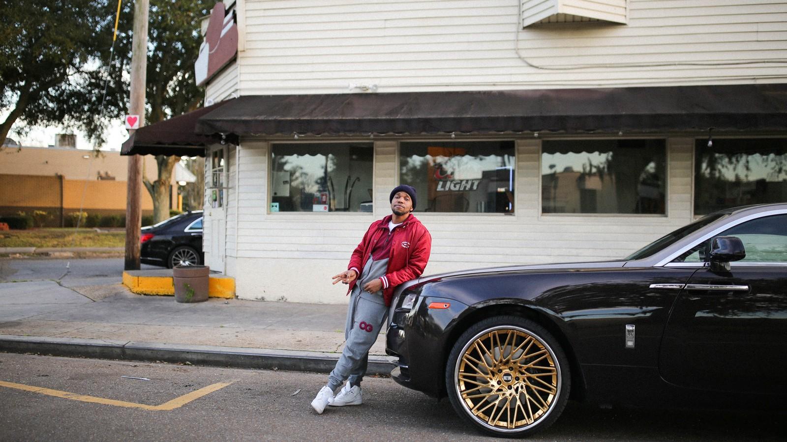 Pourquoi le rappeur Curren$y a acheté le restau à burger de son enfance