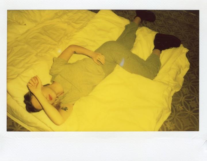 Waarom slapen zoveel volwassen mannen op een matras op de grond?