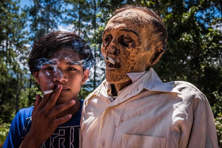 Wo der Tod nicht scheidet: Warum die Toraja ihre Toten immer wieder ans Licht holen