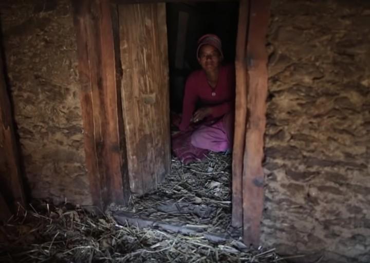 Au Népal, l'enfer des « huttes de menstruation »