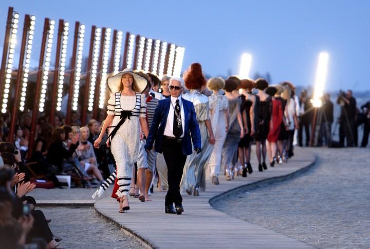 Remembering Karl Lagerfeld's Jet-Setting Chanel Spectaculars