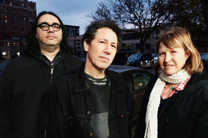 Look: I Know Nothing About Yo La Tengo But You Probably Should