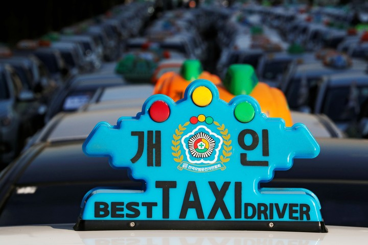 South Korea's Taxi Drivers Keep Setting Themselves On Fire to Protest a New Ridehailing Service