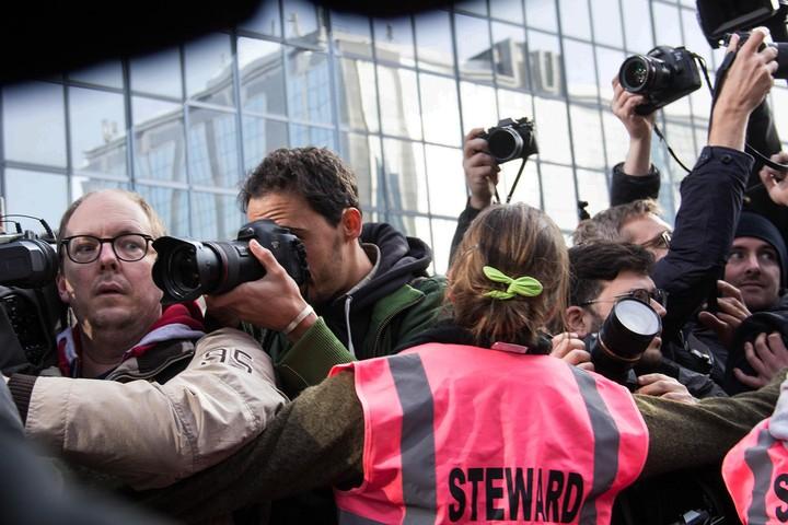 Photos de gens qui prennent des photos de Greta Thunberg et Anuna De Wever