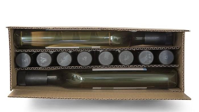 Plate et en plastique : bienvenue à la bouteille de vin du turfu
