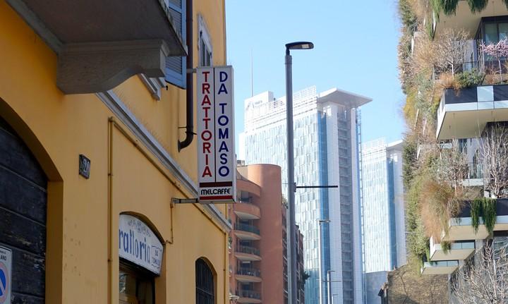Da Tomaso, la vecchia trattoria milanese fra i grattacieli di Porta Nuova - VICE