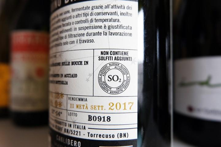 Cosa sono i solfiti nel vino e quanti ne vengono usati nei vini naturali - VICE