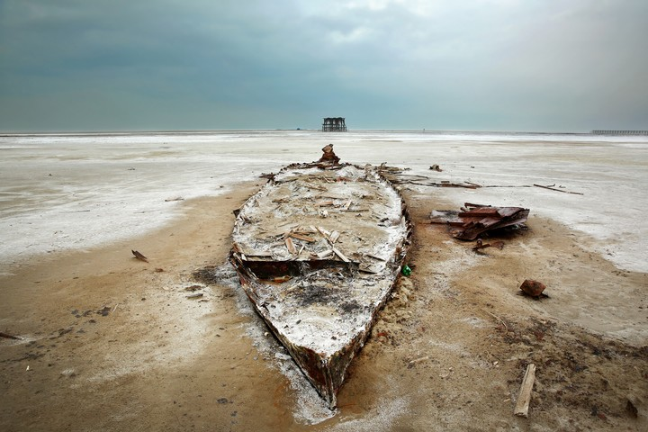 On its Last Legs | Otherworldly Photos of a Dying Lake in Iran