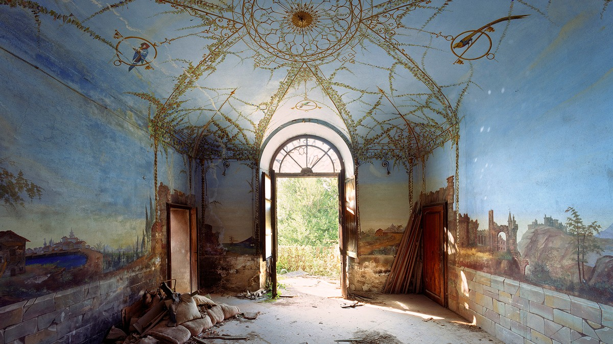 QnA VBage Take a Look Inside Some Abandoned Secret Mansions in Italy