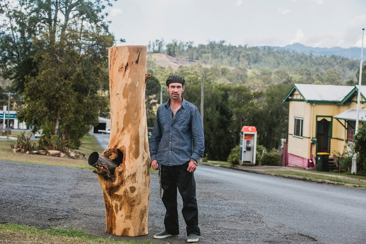 Let This Man Build a Huge Wood Bong for the Town of Woodenbong, You Monsters