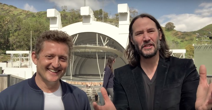 Watch This Extremely Pure Clip of Keanu and Alex Winter Announcing 'Bill & Ted 3'