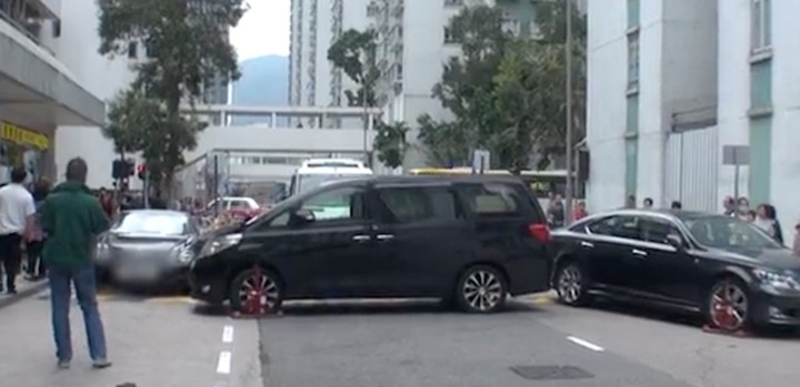 World's Most Pass-Ag Man Parks Two Cars Across Road to Avenge Parking Fine