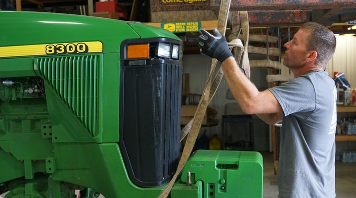 Elizabeth Warren Calls for a National Right-to-Repair Law for Tractors - VICE
