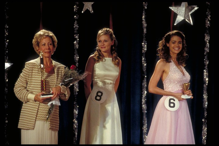'drop dead gorgeous' is the cult movie that combines pageants and murder mystery