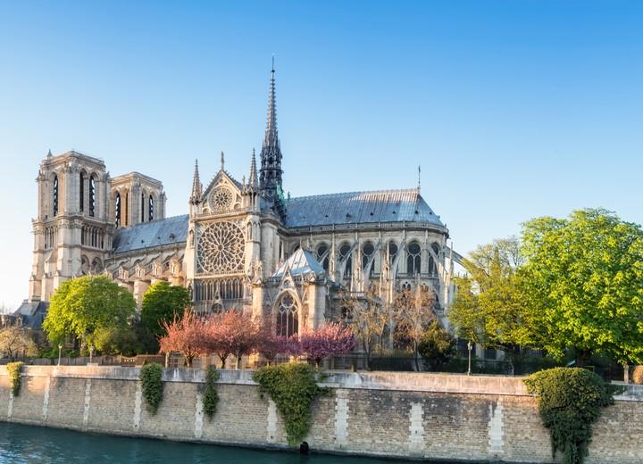 L'algoritmo anti-cospirazioni di YouTube ha alimentato una cospirazione su Notre Dame