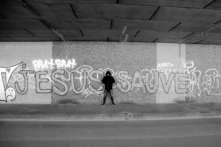 On a rencontré le mystérieux graffeur « Jésus Sauve »