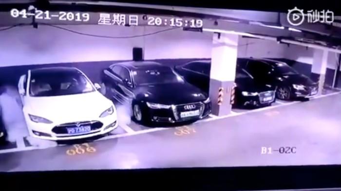 Une Tesla a explosé sans raison apparente dans un garage chinois