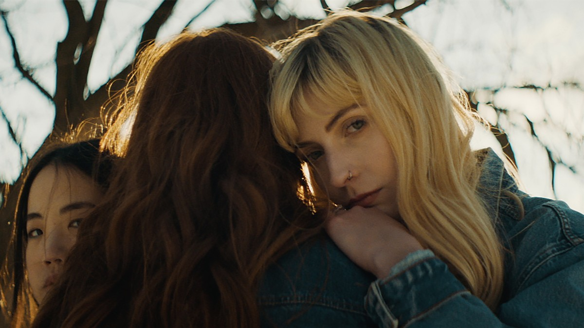 ellis' new video reminds us of our teenage years