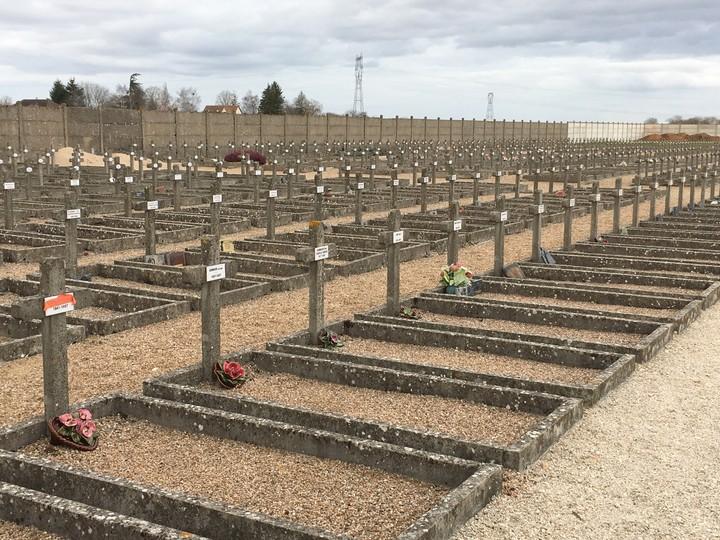 Le jour où 1 500 malades mentaux ont débarqué à Dun-sur-Auron - VICE