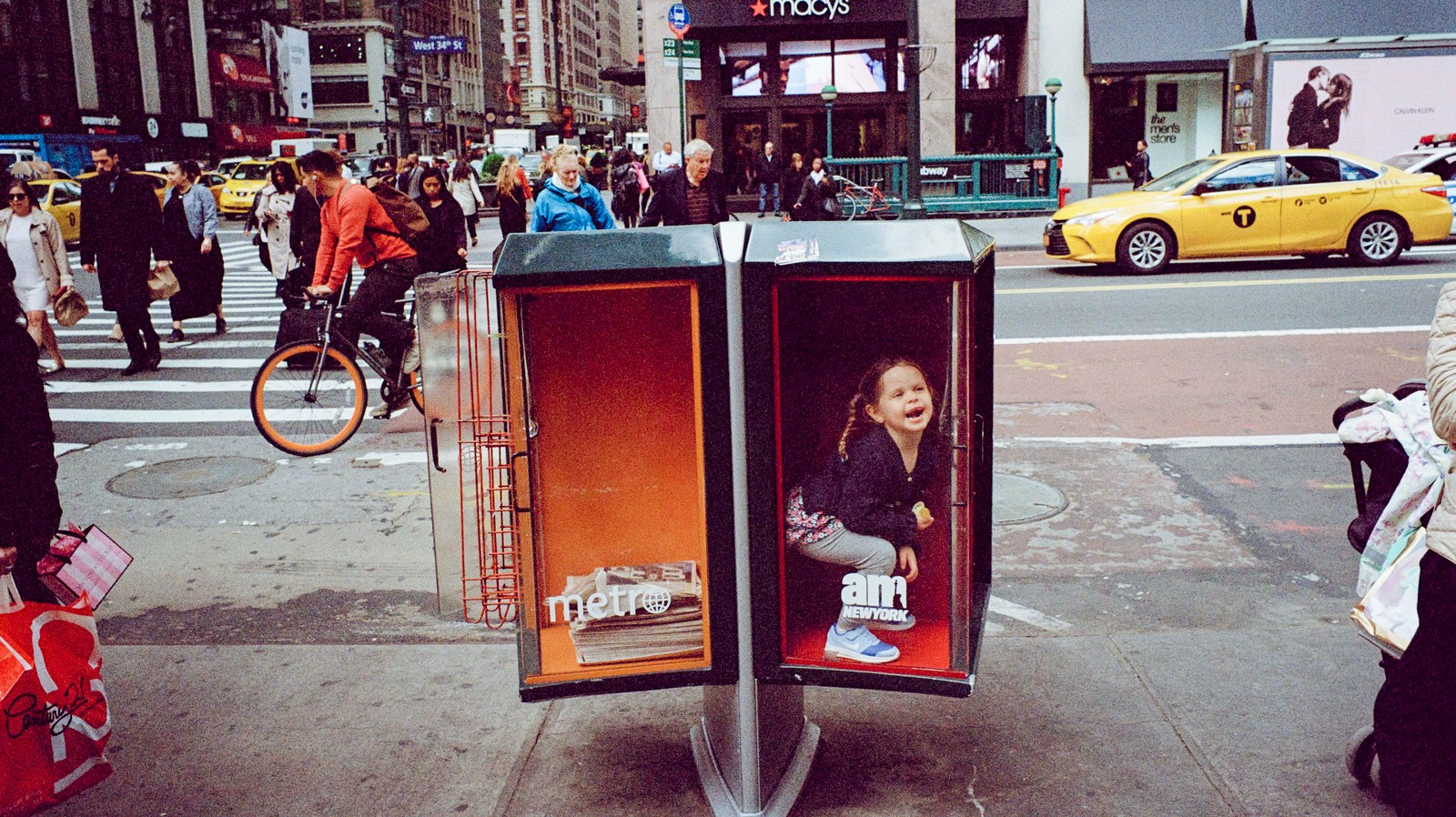 This Street Photographer Finds Perfect, Spontaneous Moments on NYC's Sidewalks