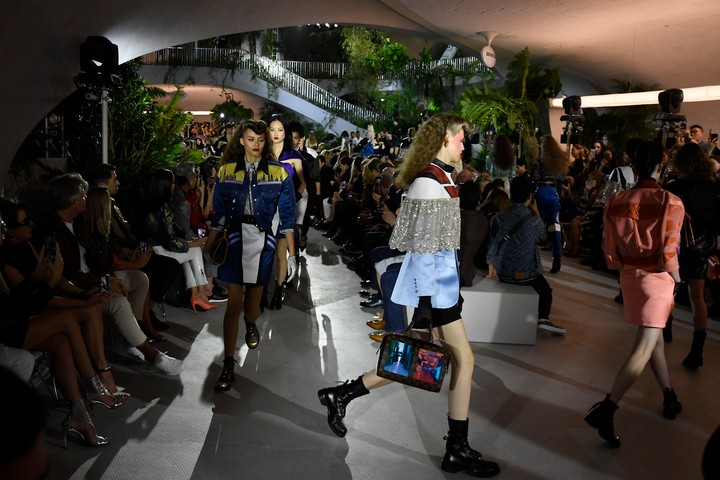 Nicolas Ghesquière Goes Back to the Future for Louis Vuitton Cruise 2020 - GARAGE