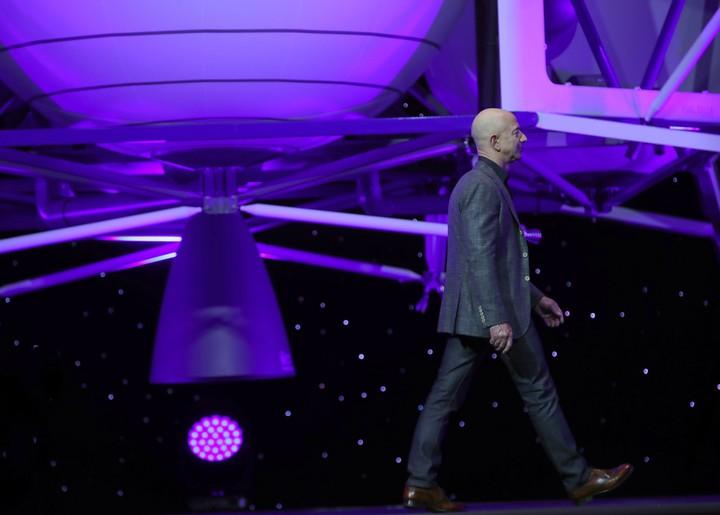 De rijkste man ter wereld wil dat we massaal in de ruimte gaan leven - VICE