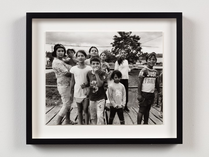 loin de la mode, jamie hawkesworth photographie les gamins des campagnes