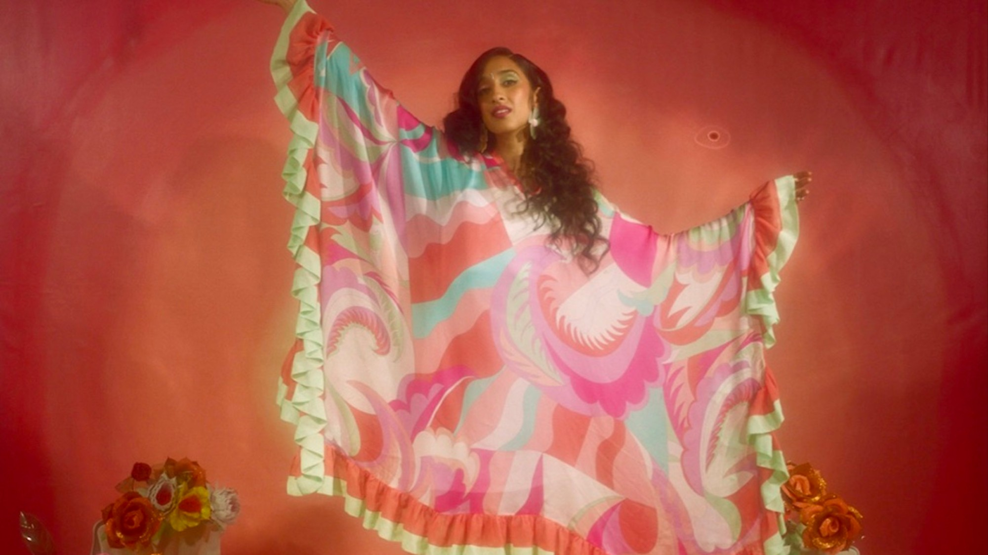 Raveena's Debut Album Is a Dreamy R&B Universe - VICE