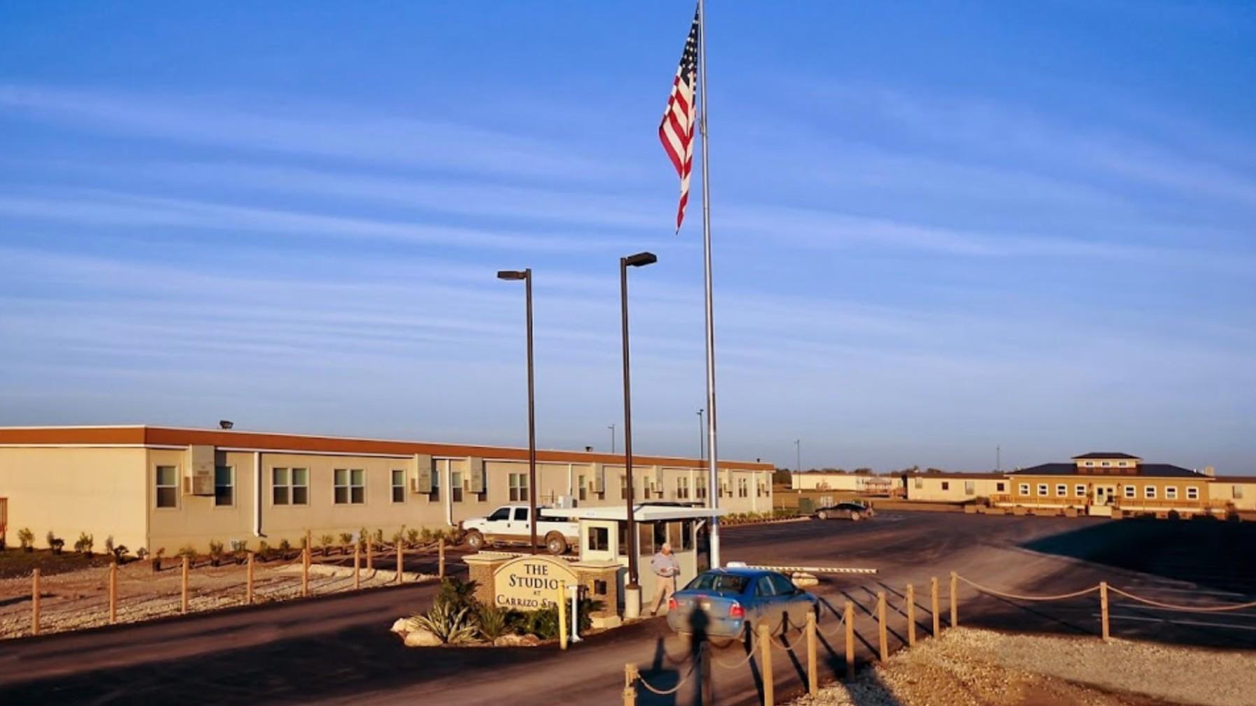 """特朗普政府正在将德克萨斯州的前""""男子营""""转变为移民儿童庇护所 -1559937521466-Screen-Shot-2019-06-07-at-35812-PM.png?crop=1xw:0"""